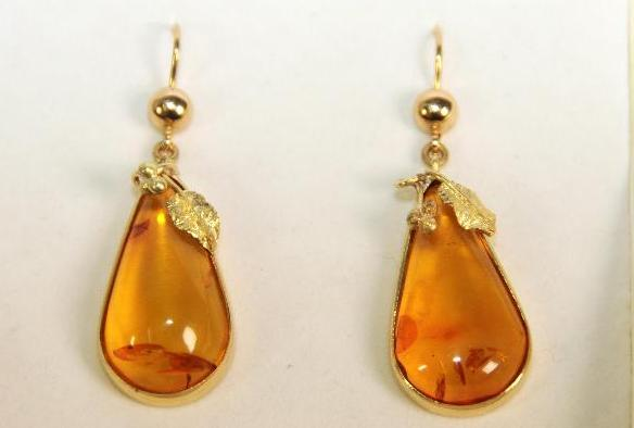 Yellow Gold Earrings with Amber